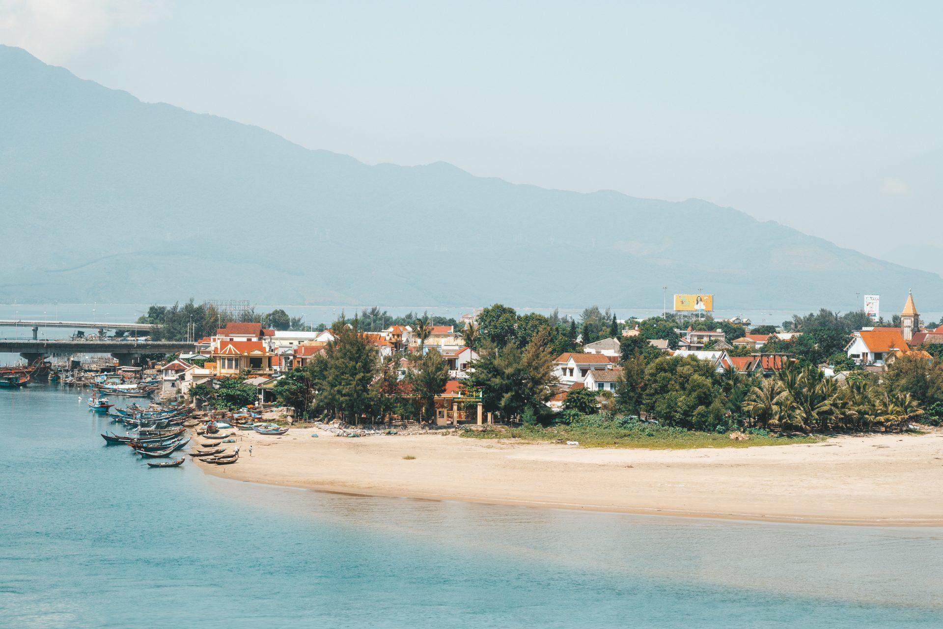 puente dorado de las manos en vietnam